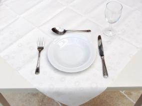 Moments Uni White Central Tablecloth
