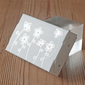White With Silver Cake Boxes - Daisies x 8